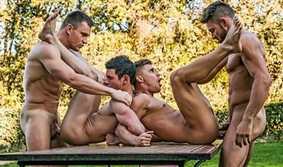 Suruba entre machos